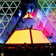 Пирамида-пульт от Daft Punk