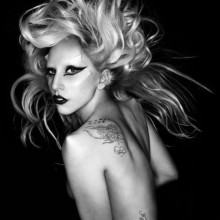 Завтра Lady Gaga получит деревянное платье