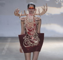 """В Париже открывается выставка """"Монстры моды"""""""