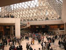 Лувр открылся после забастовки