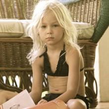 Гвинет Пэлтроу продает скандальные купальники для 4-летних девочек