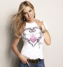 Дженнифер Энистон помогает собрать средства на борьбу с раком груди