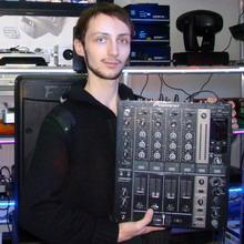 Торжественное вручение пульта DJM-700 победителю конкурса обзоров Pioneer