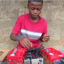 Юный гений из Африки собрал радиостанцию и прославился